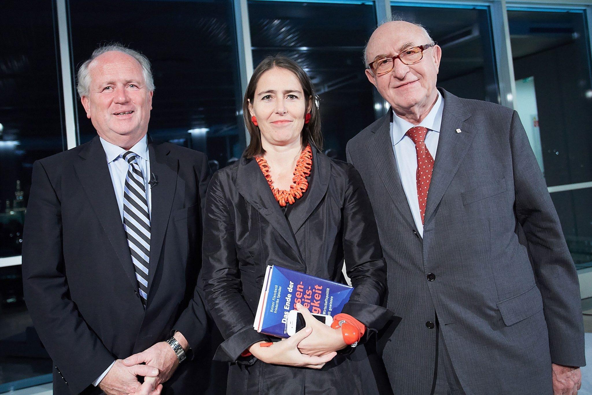 "Am Bild v.l.n.r.: Prof. Dr. Heiner Flassbeck (Ökonom), Dr. Alexandra Föderl-Schmid (Chefredakteurin ""Der Standard"