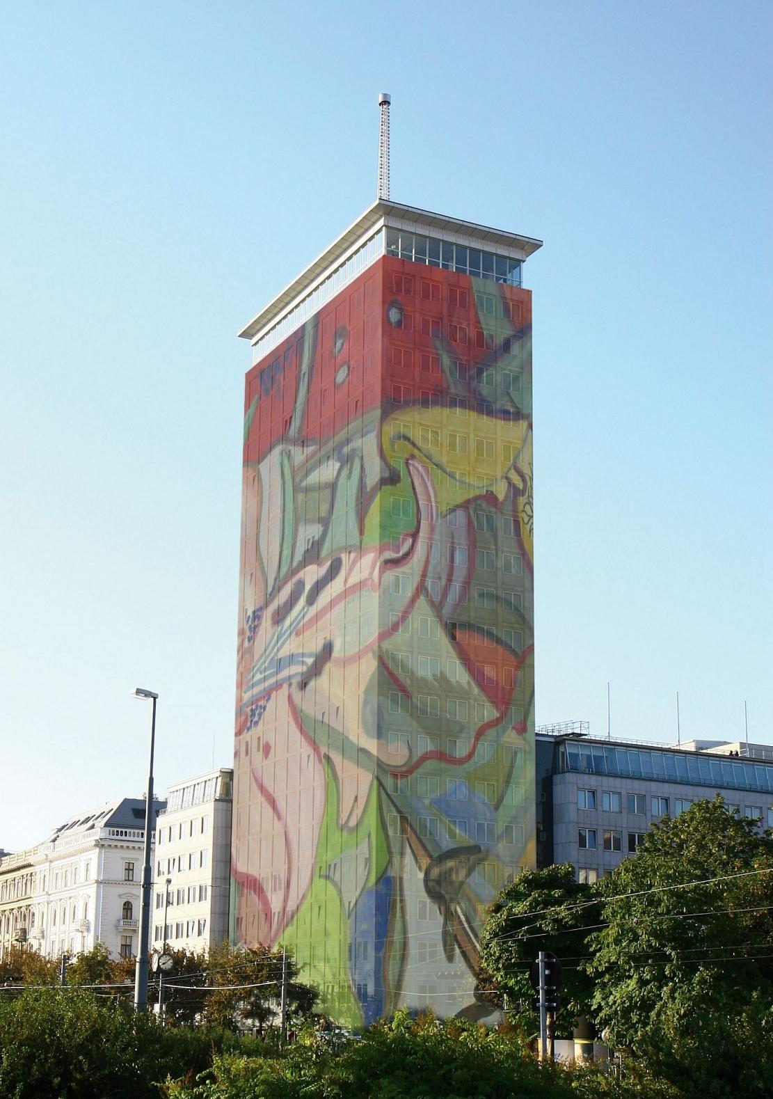 "Ringturmverhüllung 2008: ""Turm in Blüte"" von Hubert Schmalix © Thomas Pitterle"