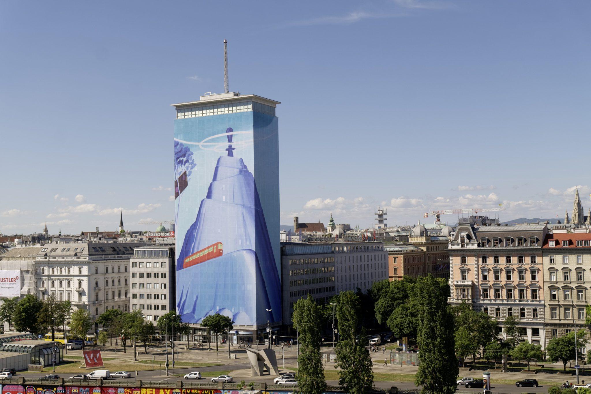 """Zehnte Ringturmverhüllung zeigt """"Weitblick"""" des serbischen Künstlers Mihael Milunović  © Wiener Städtische Versicherungsverein/Robert Newald"""