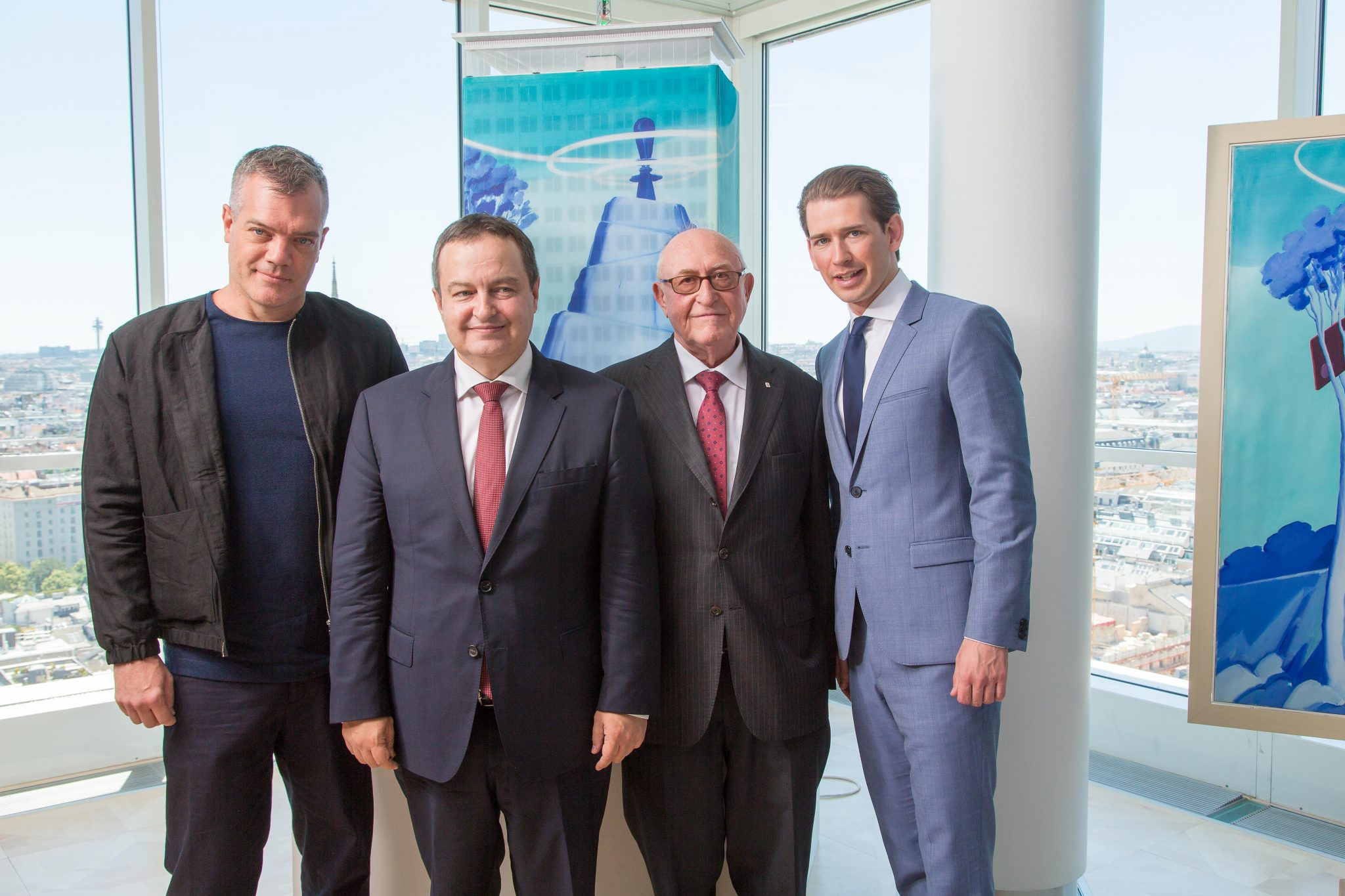 From left to right: artist Mihael Milunović, Ivica Dačić (Acting Prime Minister and Foreign Minister of the Republic of Serbia), Günter Geyer (Managing Board Chairman, Wiener Städtische Versicherungsverein) and Sebastian Kurz (Austrian Federal Minister for Europe, Integration and Foreign Affairs)© Wiener Städtische Versicherungsverein/Richard Tanzer