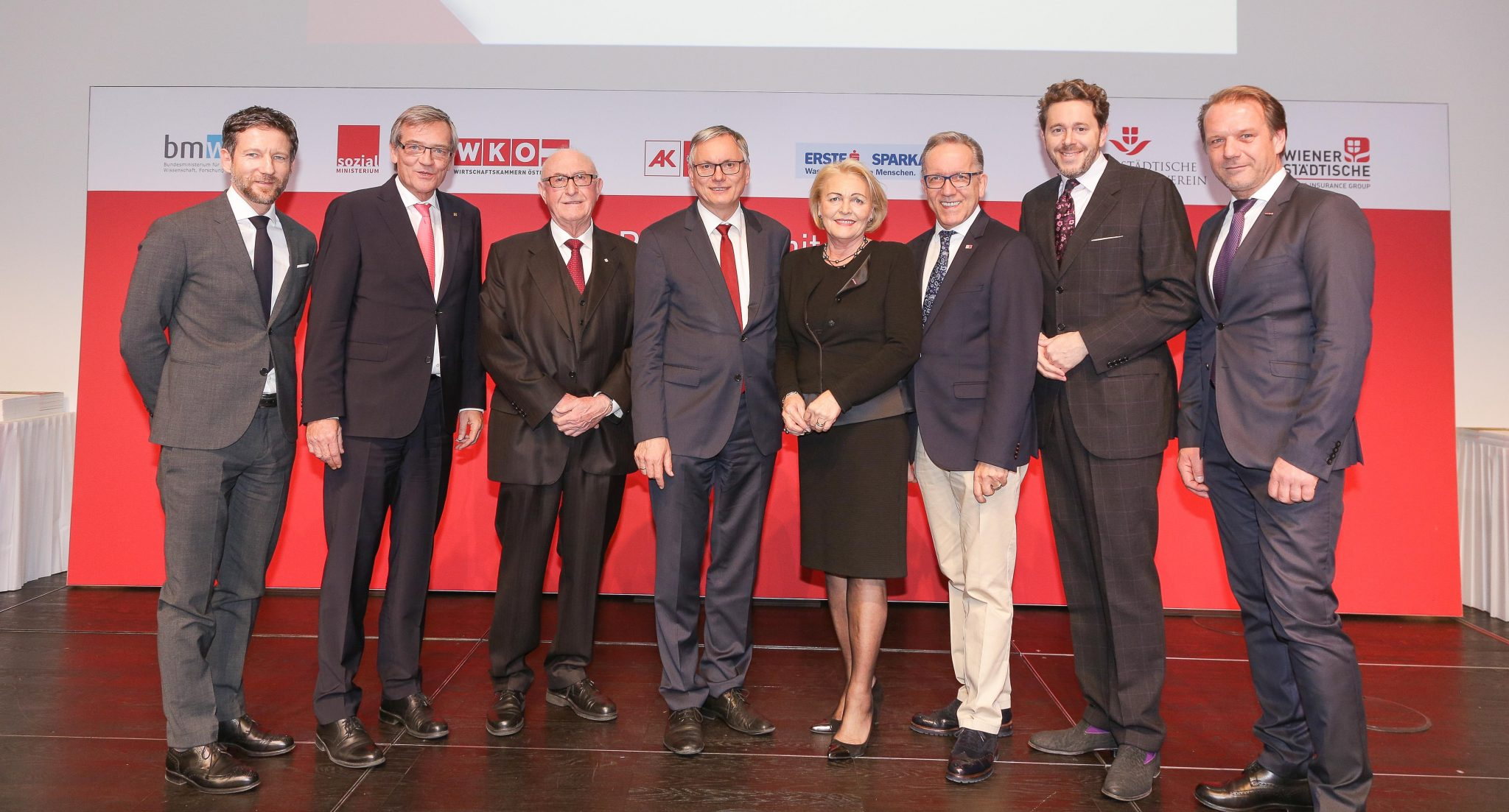 On the picture from left to right: Thomas Schaufler, chairman of the managing board of Erste Bank, Robert Lasshofer, chairman of the managing board of Wiener Städtische, Günter Geyer, president of 'PflegerIn mit Herz' and chairman of the managing board of Wiener Städtische Versicherungsverein, minister of social affairs Alois Stöger, Anna Maria Hochhauser, secretary general of the austrian economic chambers, president of the chamber of labour Rudi Kaske, federal minister of science, research and economy Harald Mahrer and Andreas Herz, chairman of the austrian economic chambers trade association 'Personenberatung und Personenbetreuung' © Verein