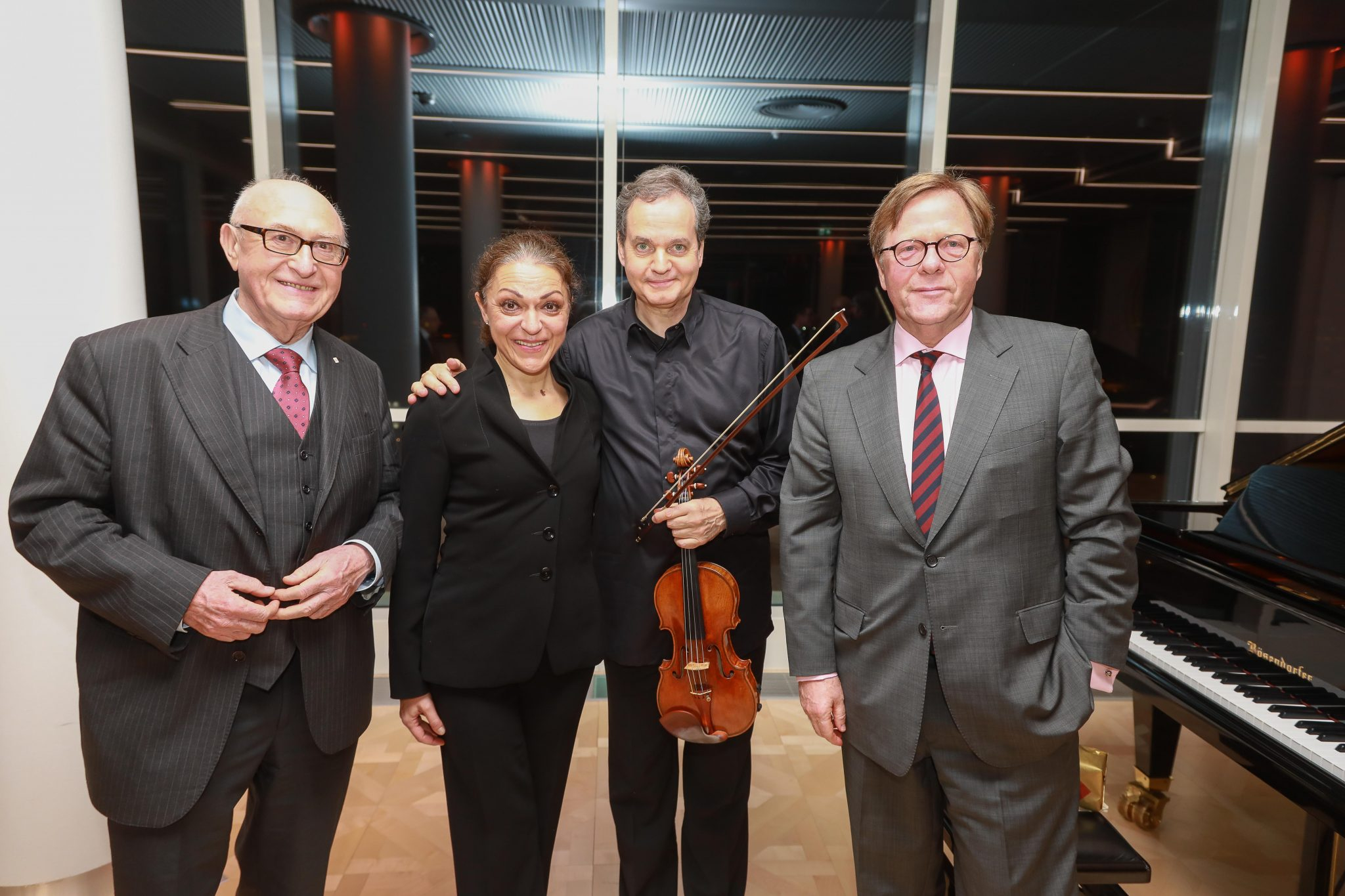 On the picture from left to right: Günter Geyer (Chairman of the Managing Board of Wiener Städtische Versicherungsverein), soloist Jasminka Stančul, violinist Christian Altenburger and Willibald Cernko (Member of the Managing Board of Erste Group). © Wiener Städtische Versicherungsverein