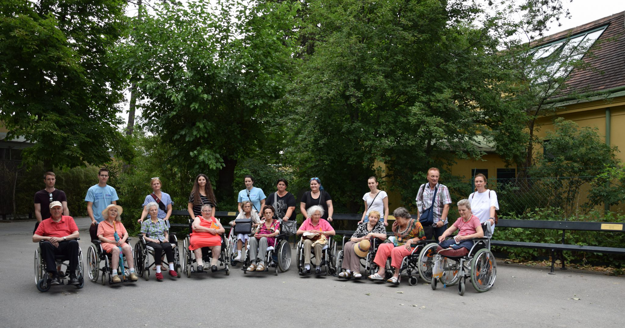 A day that will be remembered: Together with residents of the Caritas house St. Elisabeth VIG employees visited the Vienna Zoo in Schönbrunn. © Vienna Insurance Group Holding