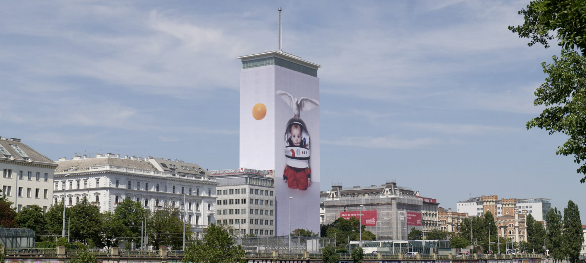 Artistic Wrapping of the Ringturm 2019