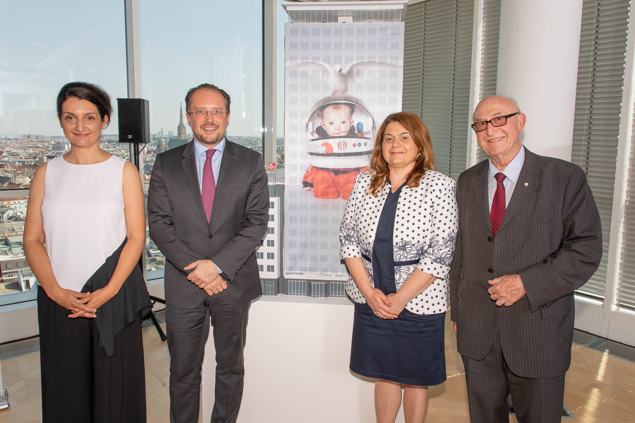 On the picture from left artist Daniela Kostova, Alexander Schallenberg (Austrian Federal Minister for Europe, Integration and Foreign Affairs, and for the EU, Arts, Culture and Media), Amelia Gesheva (Deputy Culture Minister of the Republic of Bulgaria) and Günter Geyer (Managing Board Chairman of Wiener Städtische Versicherungsverein). © Wiener Städtische Versicherungsverein / Richard Tanzer