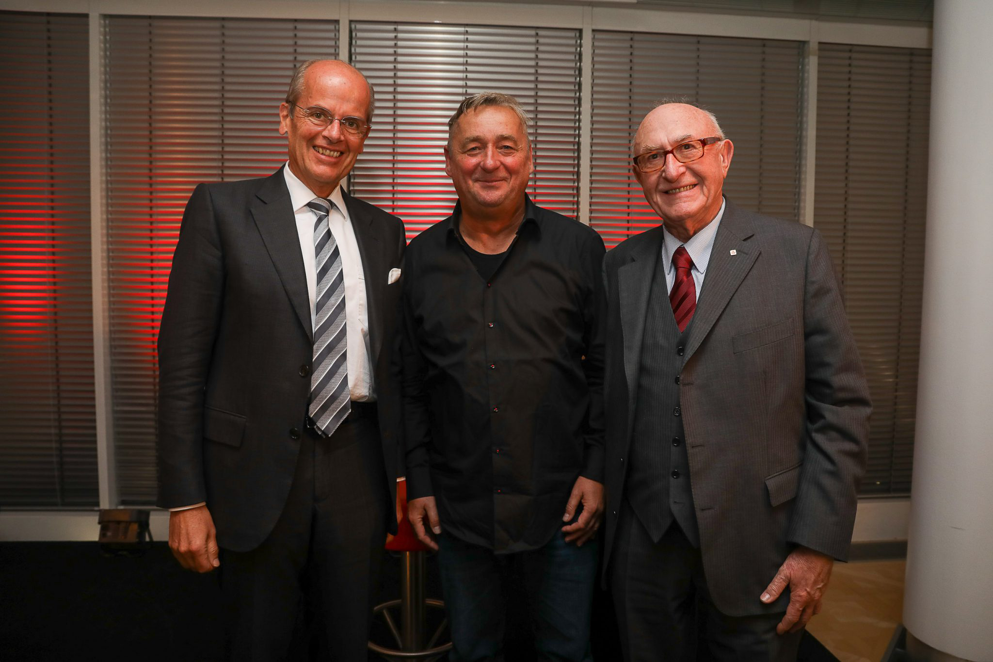The picture shows Günter Geyer (right), CEO of Wiener Städtische Versicherungsverein and host, with the artist of the evening Andreas Vitásek (centre) and Wolfgang Leitner, CEO of Andritz AG. © Wiener Städtische Versicherungsverein/Richard Tanzer