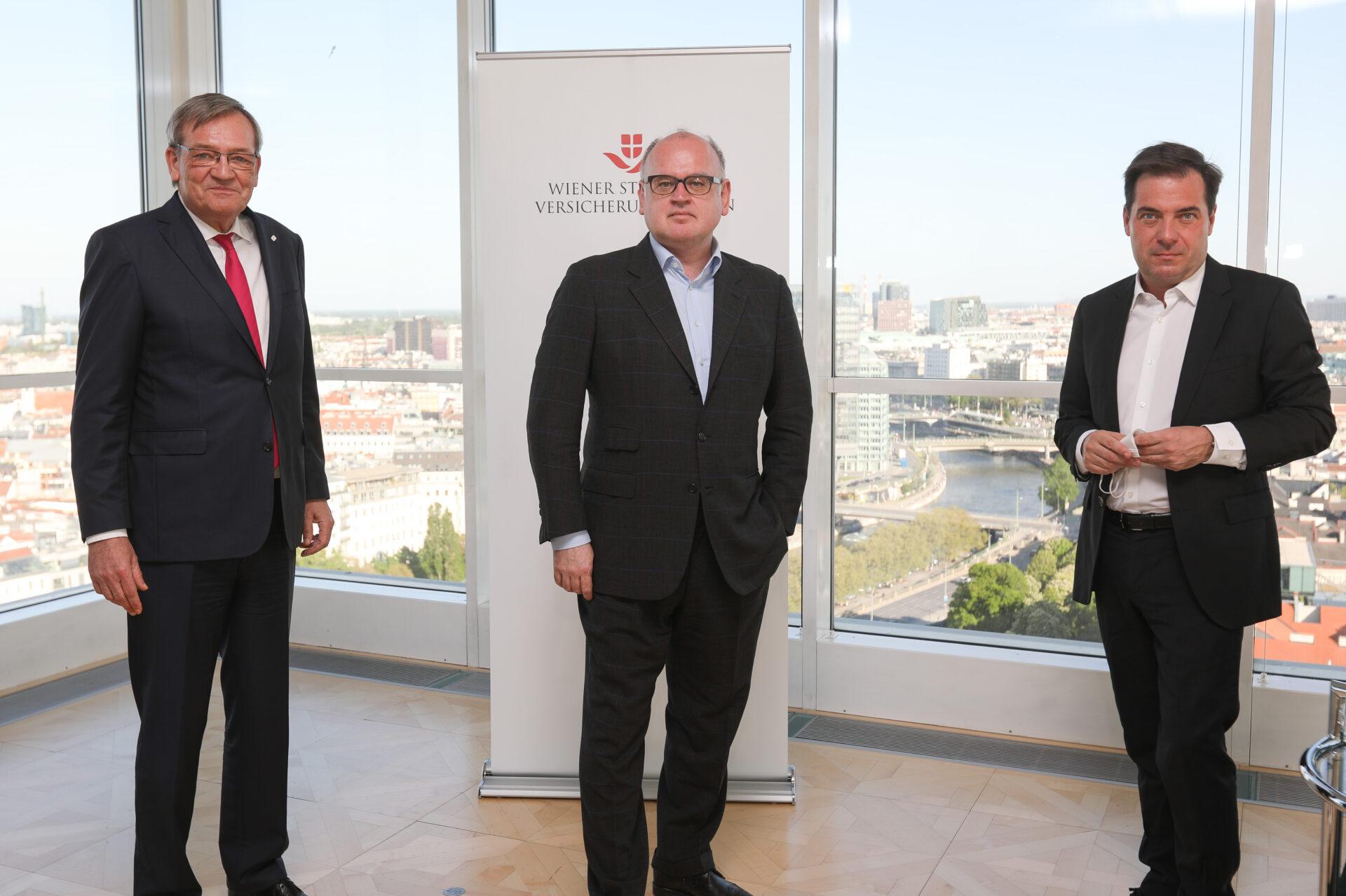 From left to right: Robert Lasshofer (Chairman of the Managing Board of Wiener Städtische Versicherungsverein), Bernhard Spalt (CEO Erste Group) &